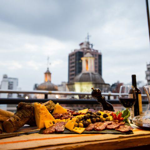 Gastronomía en el quincho Ombú