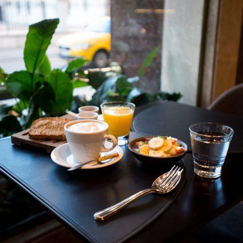 Desayuno en el bar
